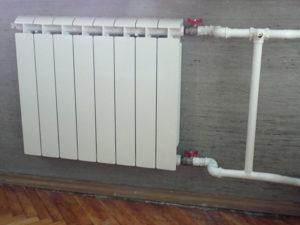 Установка батарей отопления в квартире